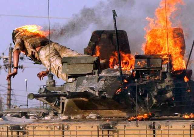 Brit tank találatot kap 2005 szept 19 Fotó Reuters  Atef Hassan