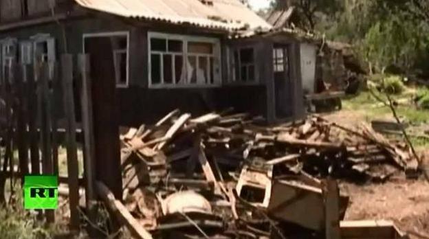 Az ukrán tüzérség által találatot kapott ház Oroszország területén