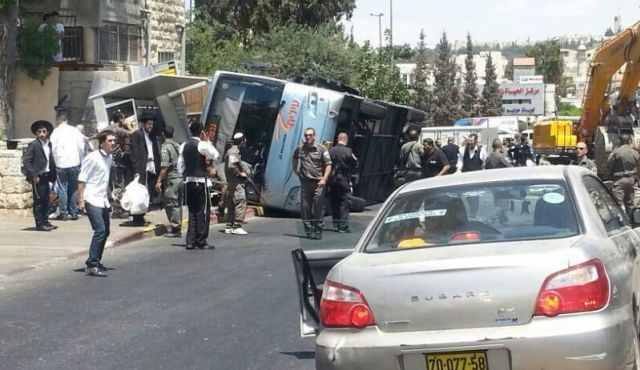 A ledöngölt busz Jeruzsálemben - Fotó Haaretz