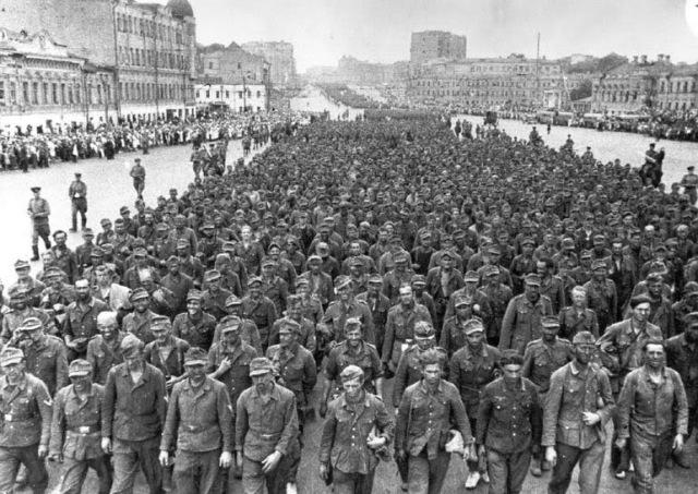 Német hadifoglyok Moszkvában 1944. - Archiv. RIA Novosztyi Georgy Petrusov