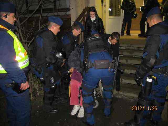 Rokkantat lakoltat ki a 'jól kiképzett' rendőrség Újpesten