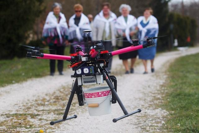 Húsvéti locsolás drónnal